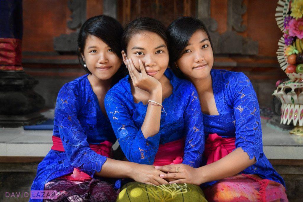 Bali Aga bridesmaids