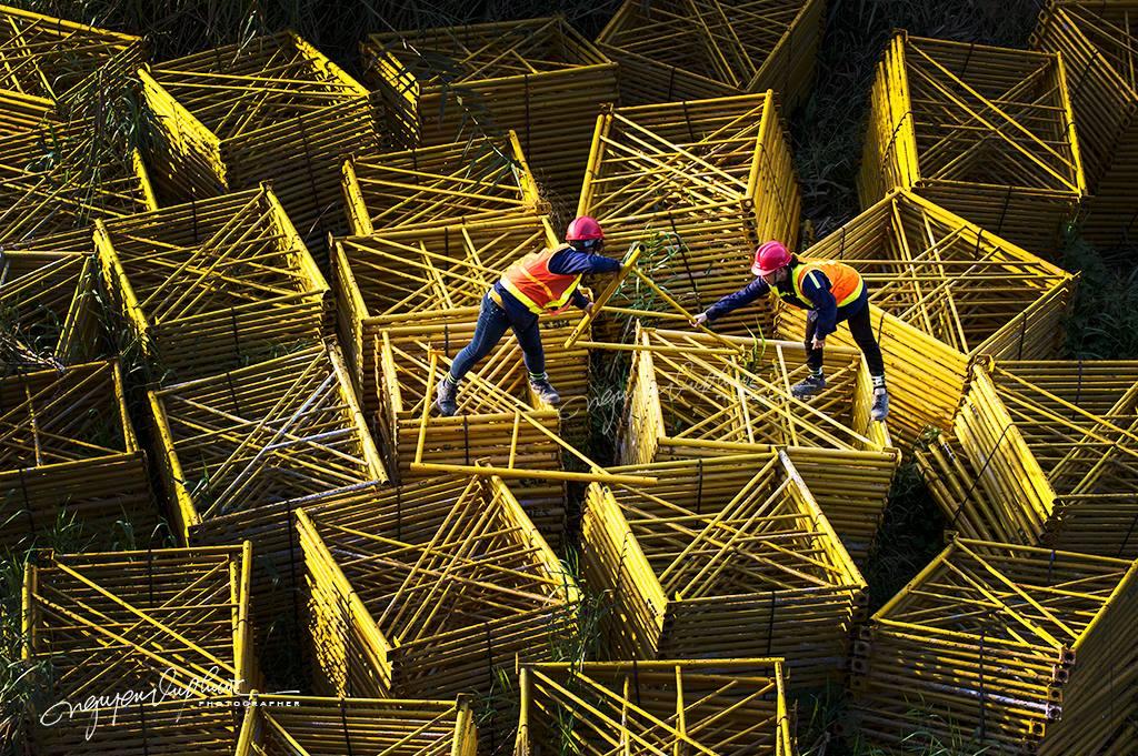 Vietnam photo tours with photographer Nguyen Vu Phuoc rock