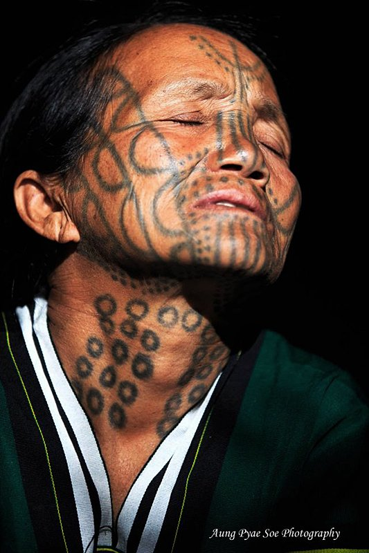 17. Chin-Tribe-Myanmar_Aung-Pyae-Soe-alt=Portrait of tattoo tribal woman taken during a photo workshop tour in Burma