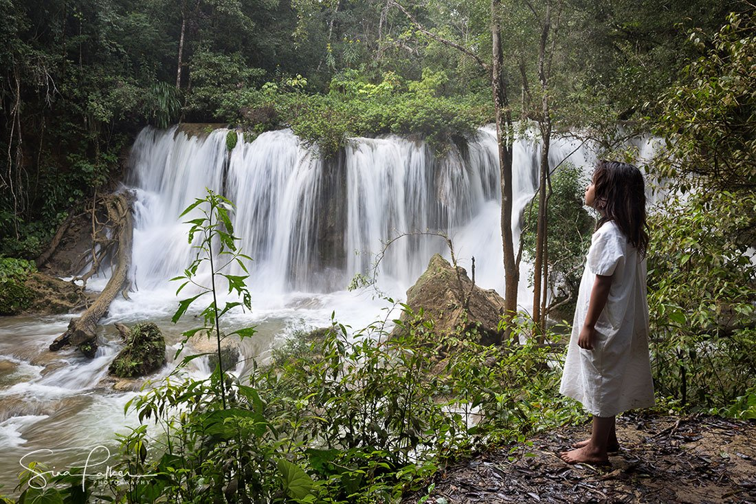 maya-boy-chiapas-waterfall-sina-falker