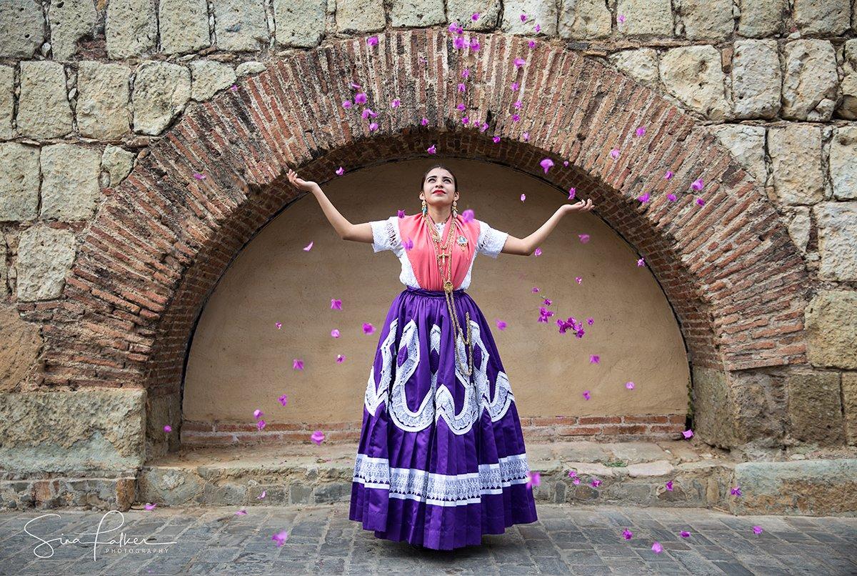 Sina-Falker_alt=Oaxaca woman tossing flowers on Mexico photo tour