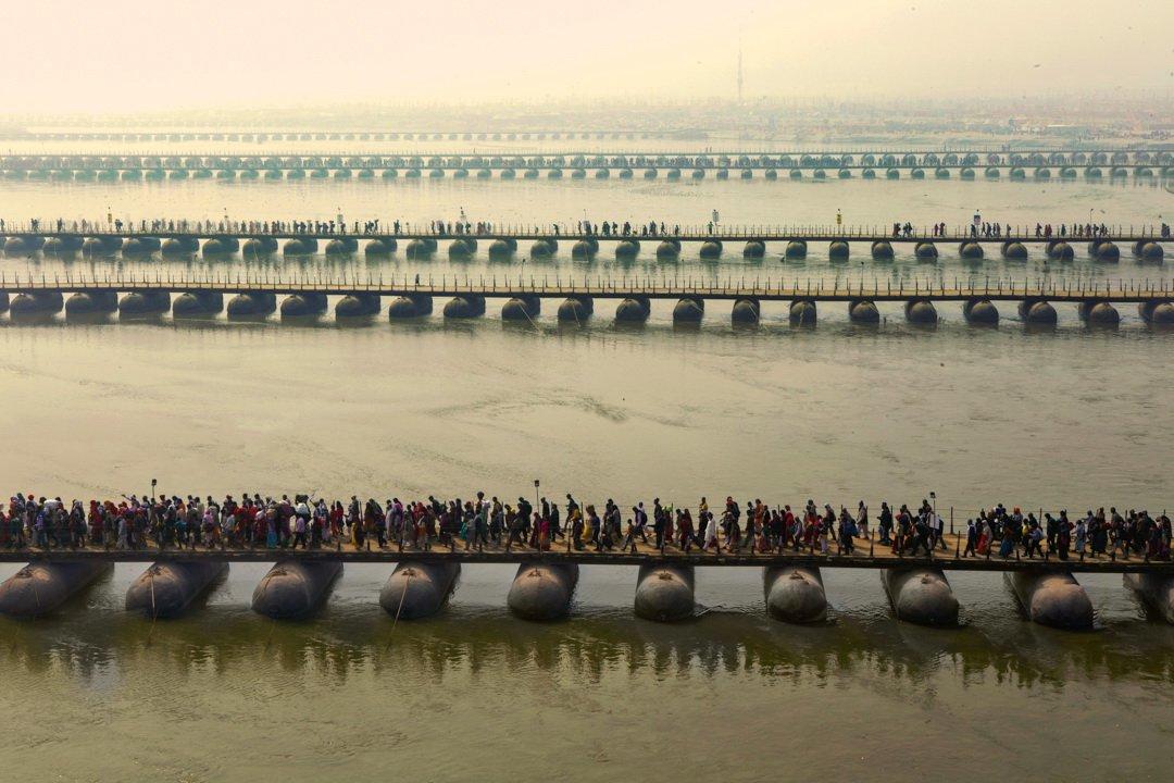 Pontoon bridges across the Ganges taken on India photo tour at the Kumbh Mela