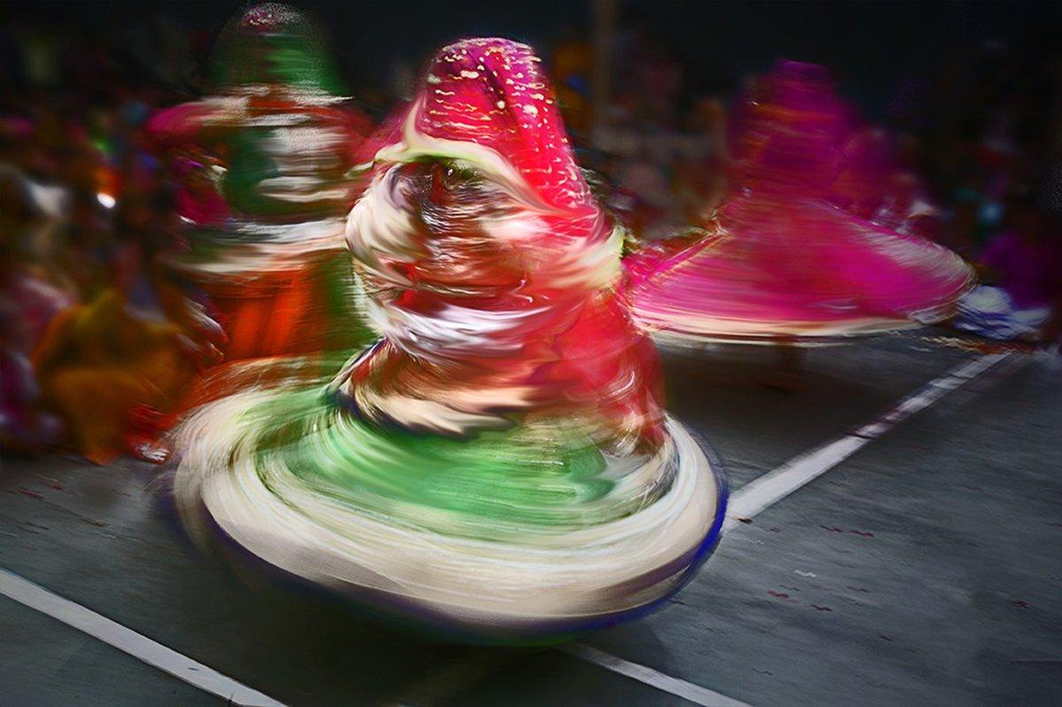 Holi India photo tour Eunuchs dancing the day away