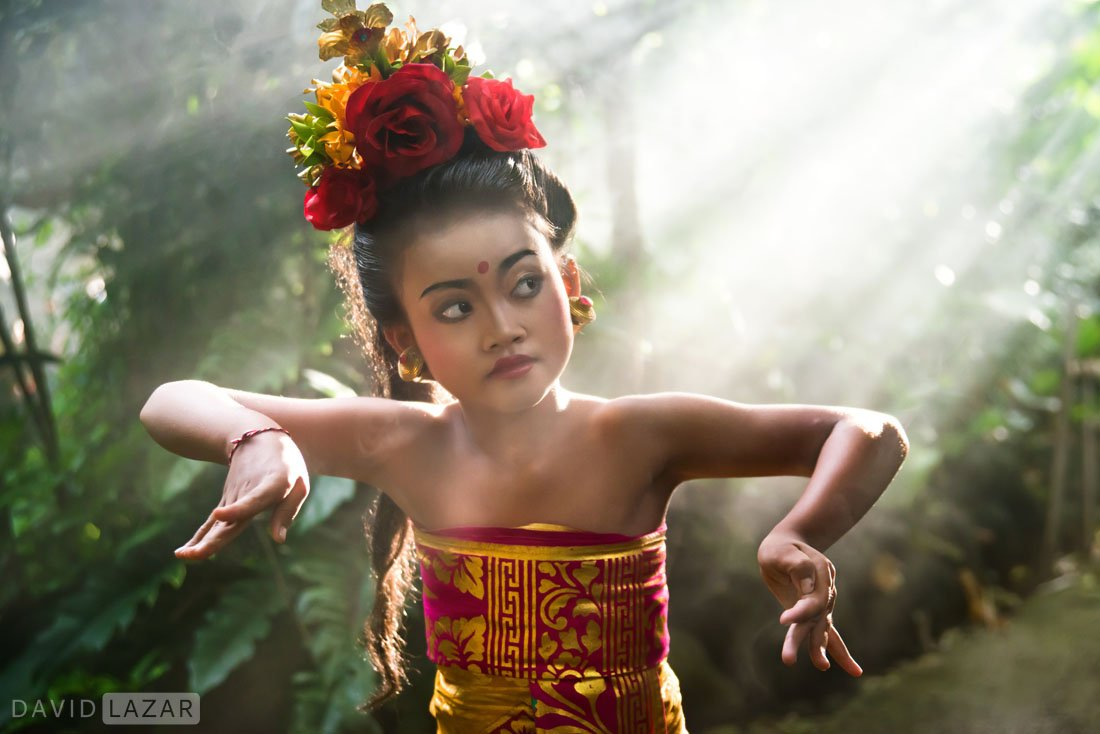 A-little-girl-dancing-kin-light-rays-on-Bali-photo-tour