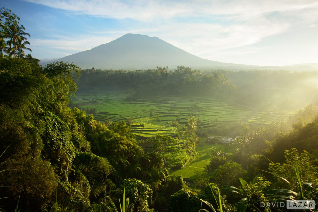 Rice-terraces-and-a-volcano-on-Bali-photo-tour