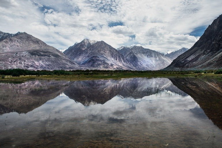Road-to-Nubra-Ladakh_Chatterjee